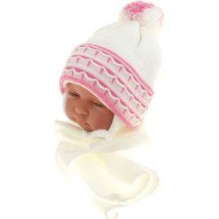 Czapka niemowlęca z szalikiem CZ+S 008D biała. Czapki dla dzieci marki Reserved. Za 36.70 zł.