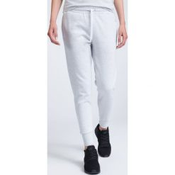 Spodnie dresowe damskie SPDD002 - chłodny jasny szary. Szare spodnie dresowe damskie 4f, na lato, z bawełny. W wyprzedaży za 119.99 zł.