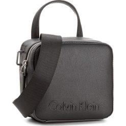Torebka CALVIN KLEIN - Edge Seasonal Small K60K604002 001. Czarne torebki do ręki damskie Calvin Klein. W wyprzedaży za 309.00 zł.