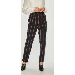 Only - Spodnie Milla. Szare spodnie materiałowe damskie Only, z elastanu. W wyprzedaży za 139.90 zł.