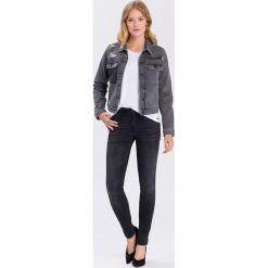 """Dżinsy """"Alan"""" - Skinny fit - w kolorze czarnym. Czarne jeansy damskie Cross Jeans. W wyprzedaży za 113.95 zł."""