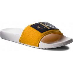 Klapki CALVIN KLEIN JEANS - Cherie RE9810 Gold. Żółte klapki damskie Calvin Klein Jeans, z jeansu. Za 209.00 zł.