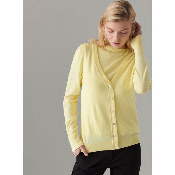 d7fa66eb Dopasowany sweter z zapięciem na guziki - Żółty