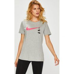Nike Sportswear - Top. Szare topy damskie Nike Sportswear, z nadrukiem, z bawełny, z okrągłym kołnierzem, z krótkim rękawem. Za 99.90 zł.