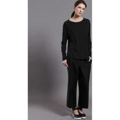 """Koszulka """"Luxemburg"""" w kolorze czarnym. T-shirty damskie Frieda Sand, z bawełny, z okrągłym kołnierzem, z długim rękawem. W wyprzedaży za 86.95 zł."""