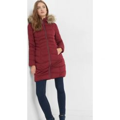 Pikowana kurtka z kapturem. Czerwone kurtki damskie Orsay, z poliesteru. Za 279.99 zł.