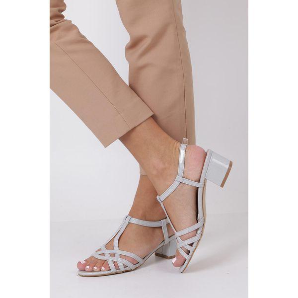 Wyprzedaż szare sandały damskie na niskim obcasie