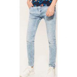 Jeansy skinny - Niebieski. Niebieskie jeansy męskie House. Za 99.99 zł.