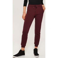 Dresowe joggery - Bordowy. Czerwone spodnie dresowe damskie House, z dresówki. Za 59.99 zł.