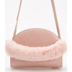 Torebka z pluszowym uchwytem - Różowy. Czerwone torebki do ręki damskie Reserved. Za 99.99 zł.