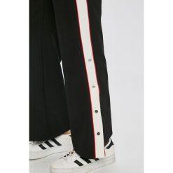 Trendyol - Spodnie. Szare spodnie materiałowe damskie Trendyol, z dzianiny. W wyprzedaży za 79.90 zł.