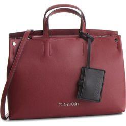 Torebka CALVIN KLEIN - Tack Tote K60K604816 242. Czerwone torebki do ręki damskie Calvin Klein, ze skóry ekologicznej. Za 699.00 zł.