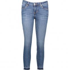 """Dżinsy """"Jasmin"""" - Slim fit - w kolorze niebieskim. Niebieskie jeansy damskie Mustang. W wyprzedaży za 195.95 zł."""