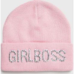 Guess Jeans - Czapka. Różowe czapki i kapelusze damskie Guess Jeans, z dzianiny. Za 119.90 zł.