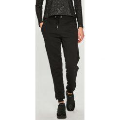 Answear - Spodnie. Czarne spodnie sportowe damskie ANSWEAR, z bawełny. Za 89.90 zł.