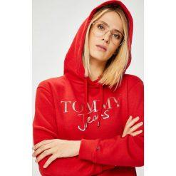 Tommy Jeans - Bluza. Czerwone bluzy damskie Tommy Jeans, z nadrukiem, z bawełny. Za 359.90 zł.