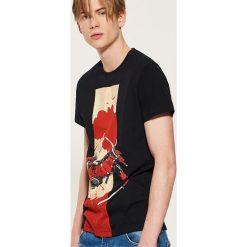 T-shirt Marvel - Czarny. Czarne t-shirty męskie House, z motywem z bajki. Za 59.99 zł.