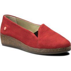 Półbuty SOFTINOS - Akosof P900416011 Red. Czerwone półbuty damskie Softinos, z nubiku. W wyprzedaży za 249.00 zł.