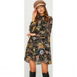 Answear - Sukienka Heritage. Brązowe sukienki damskie ANSWEAR, z poliesteru, casualowe, ze stójką, z długim rękawem. Za 129.90 zł.