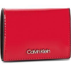 Mały Portfel Damski CALVIN KLEIN - Small Wallet P K60K604960 640. Czerwone portfele damskie Calvin Klein, ze skóry ekologicznej. Za 229.00 zł.