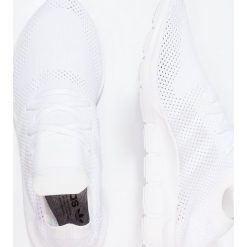 Adidas Originals SWIFT RUN PK Tenisówki i Trampki footwear white/grey one. Trampki męskie adidas Originals, z materiału. W wyprzedaży za 349.30 zł.