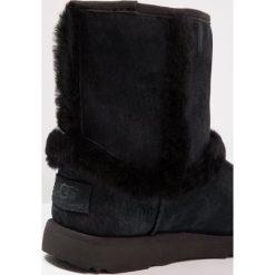 UGG HADLEY II WP Śniegowce black. Buty zimowe dziewczęce UGG, z materiału. Za 719.00 zł.