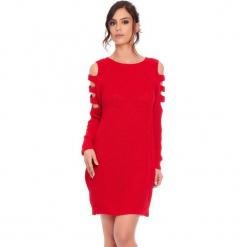 """Sukienka """"Leo"""" w kolorze czerwonym. Czerwone sukienki damskie Cosy Winter, ze splotem, z okrągłym kołnierzem, z długim rękawem. W wyprzedaży za 159.95 zł."""
