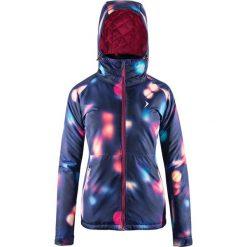Kurtka narciarska w kolorze granatowym ze wzorem. Kurtki damskie marki WED'ZE. W wyprzedaży za 184.95 zł.