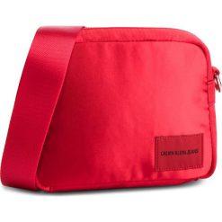 Torebka CALVIN KLEIN JEANS - Satin Camera Bag K40K40820 634. Czerwone listonoszki damskie Calvin Klein Jeans, z jeansu. Za 279.00 zł.