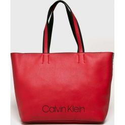 Calvin Klein - Torebka. Czerwone torby na ramię damskie Calvin Klein. Za 579.90 zł.