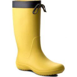 Kalosze CROCS - Freesail Rain Boot 203541 Lemon. Żółte kozaki damskie Crocs, z materiału. W wyprzedaży za 169.00 zł.