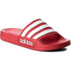 Klapki adidas - adilette Shower AQ1705 Scarle/Ftwwht/Scarle. Czerwone klapki damskie Adidas, z tworzywa sztucznego. Za 99.95 zł.