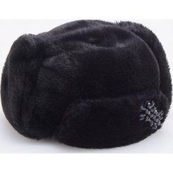 Miękka czapka z aplikacją - Czarny. Czarne czapki i kapelusze damskie Reserved. Za 69.99 zł.