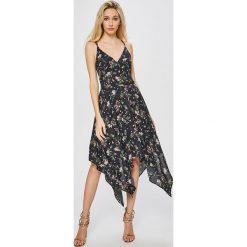 Answear - Sukienka Garden of Dreams. Sukienki damskie ANSWEAR, z materiału, casualowe, z asymetrycznym kołnierzem, na ramiączkach. W wyprzedaży za 99.90 zł.