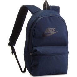 Plecak NIKE - BA5749 451. Niebieskie plecaki damskie Nike, z materiału, sportowe. Za 119.00 zł.