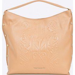 Versace Jeans - Torebka. Pomarańczowe torby na ramię damskie Versace Jeans. W wyprzedaży za 849.90 zł.