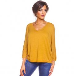"""Sweter """"Sisi"""" w kolorze musztardowym. Żółte swetry damskie So Cachemire, z kaszmiru. W wyprzedaży za 165.95 zł."""