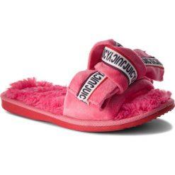 Klapki JUICY COUTURE BLACK LABEL - JJ154 Camelia Rose. Czerwone klapki damskie Juicy Couture Black Label, z materiału. Za 259.00 zł.