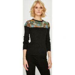 Desigual - Sweter. Brązowe swetry damskie Desigual, z dzianiny, z okrągłym kołnierzem. W wyprzedaży za 299.90 zł.