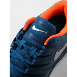Nike Performance AIR ZOOM PRESTIGE HC Obuwie multicourt green abyss/metallic silver. Trekkingi męskie Nike Performance, z materiału, outdoorowe. Za 419.00 zł.