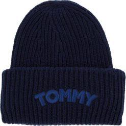 Czapka TOMMY HILFIGER - Logo Patch Beanie AW0AW05942 413. Czapki i kapelusze damskie marki WED'ZE. W wyprzedaży za 159.00 zł.