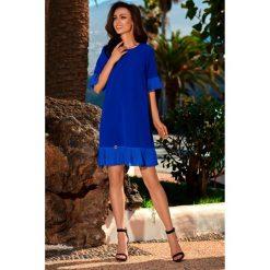 Kobieca sukienka z falbanką l243. Niebieskie sukienki damskie Lemoniade, eleganckie, z falbankami. W wyprzedaży za 139.00 zł.