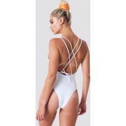 NA-KD Swimwear Kostium kąpielowy z podwójnymi ramiączkami - White. Białe kostiumy jednoczęściowe damskie NA-KD Swimwear. Za 121.95 zł.