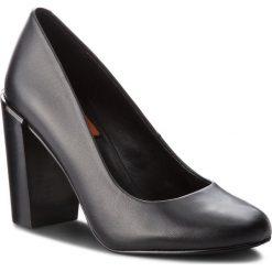 Półbuty CALVIN KLEIN JEANS - Chade RE9744 Black. Czarne półbuty damskie Calvin Klein Jeans, z jeansu, eleganckie. W wyprzedaży za 619.00 zł.