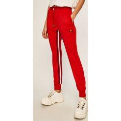 Czerwone spodnie dresowe damskie Converse Kolekcja zima