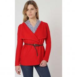Sweter w kolorze czerwonym. Czerwone swetry damskie TrakaBarraka. W wyprzedaży za 109.95 zł.