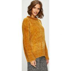 Answear - Sweter. Brązowe swetry damskie ANSWEAR, z dzianiny, z okrągłym kołnierzem. W wyprzedaży za 99.90 zł.