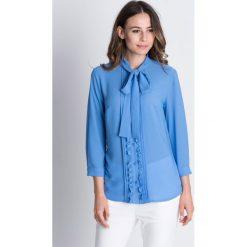 Szyfonowa bluzka z zakładkami i długim rękawem BIALCON. Niebieskie bluzki damskie BIALCON, z szyfonu, wizytowe, z kokardą, z długim rękawem. W wyprzedaży za 172.00 zł.