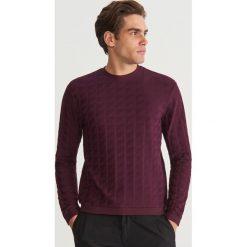 Bluza ze strukturalnej dzianiny - Bordowy. Czerwone bluzy męskie Reserved, z dzianiny. Za 99.99 zł.