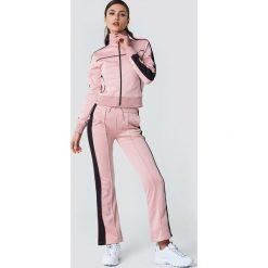 NA-KD Bluza sportowa z suwakiem - Pink. Różowe bluzy sportowe damskie NA-KD, w paski, z poliesteru. Za 202.95 zł.